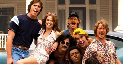 Blake Jenner, Zoey Deutch, Juston Street, Tyler Hoechlin, J Quinton Johnson, Glen Powell, and Temple Baker posing in front of a car in Everybody Wants Some!!